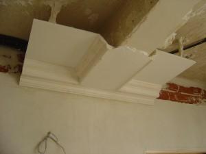 Muestra de falso techo con cornisa